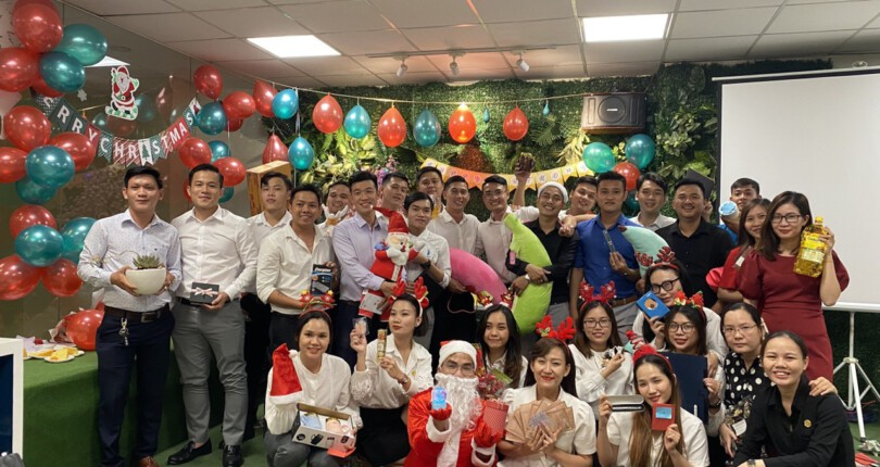 Chúc mừng Thành viên sinh nhật Tháng 12 & Chúc mừng Giáng sinh tại Gia đình SG Holdings